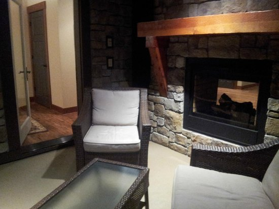Suncadia Resort : Deck with fireplace and heater above