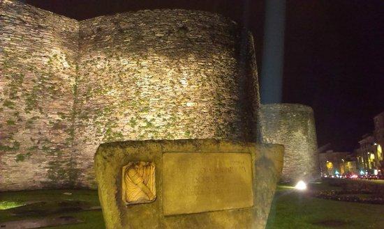 Las murallas romanas de Lugo: Muralla Romana de Lugo e Inscripción