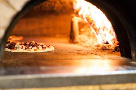 Pizzeria con forno a legna - Picture of Osteria la Ghenga ...