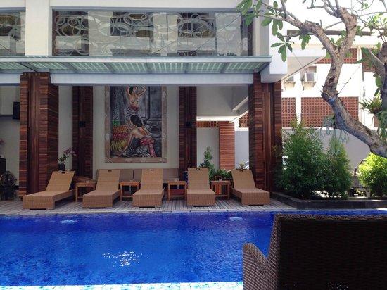 PING Hotel Seminyak Bali: hotel pool