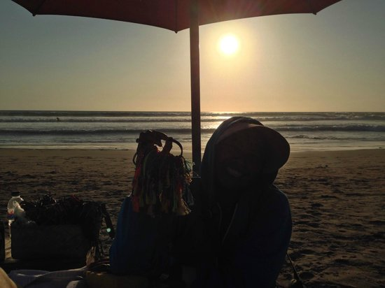 PING Hotel Seminyak Bali: chilling with a hawker