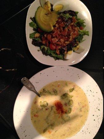 Greenbriar Inn: Delicious cheddar broccoli bacon soup and a house Cobb salad