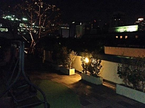 The Moonite Boutique Hotel: view from the roof terrace in the night.