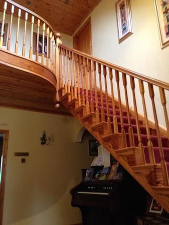Longfields Lodge : Beautiful Staircase to Bedrooms