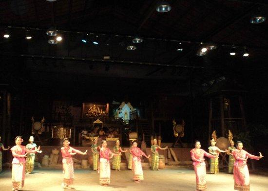 Sampran Riverside: danza