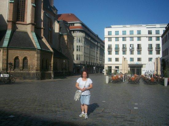 Motel One Leipzig-Nikolaikirche : En la plaza donde está ubicado en el Hotel Ones en Leipzig.
