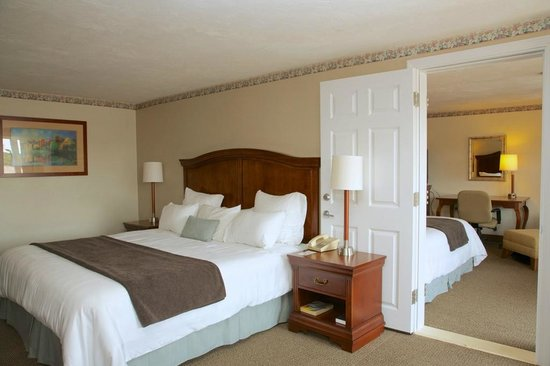 Holiday Hill Inn & Suites: 2 Bedroom Suite