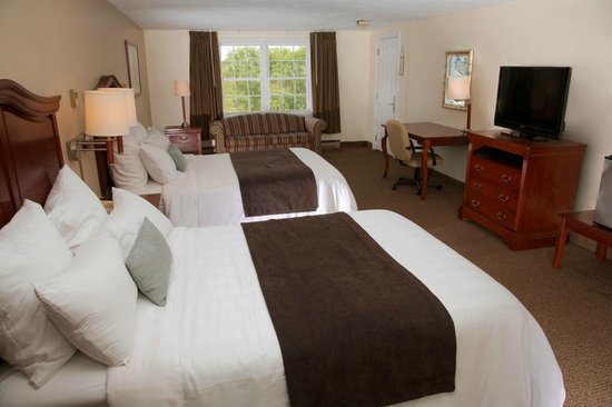 Holiday Hill Inn & Suites: Family Room