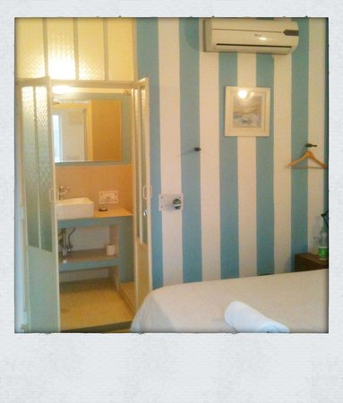 The Rose : Like Paris small boutique hotel room
