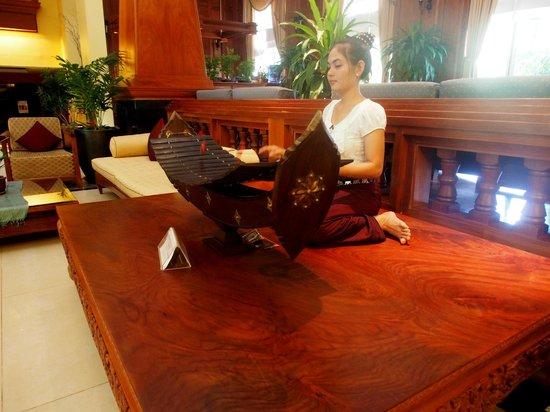 Prince D'Angkor Hotel & Spa: Traditional music