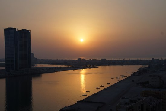Doubletree by Hilton Ras Al Khaimah: Die Aussicht vom Pool
