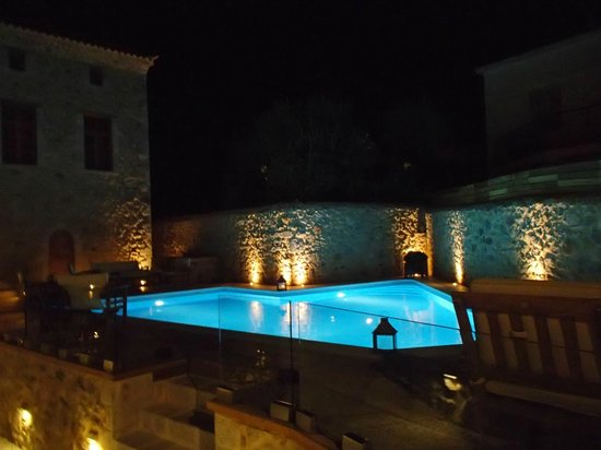 Archontiko Chioti : Night view at swimming pool