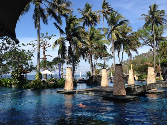 Sheraton Senggigi Beach Resort: View of pool