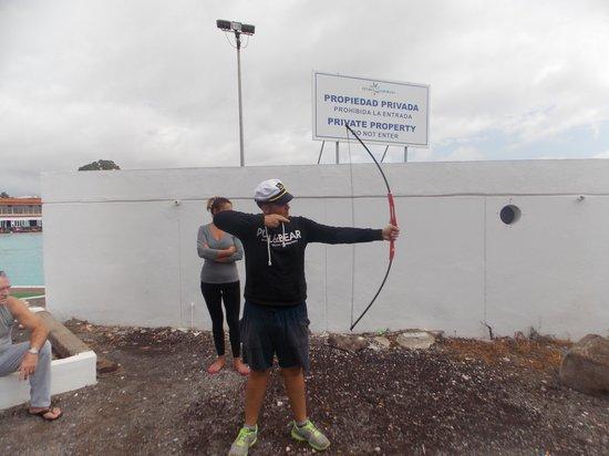 Annapurna Hotel Tenerife: Javi teaching us archery! :D