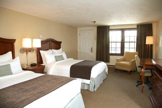 Holiday Hill Inn & Suites: 2 Double Beds Room