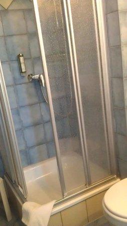 Becksteiner Rebenhof: Tiny shower