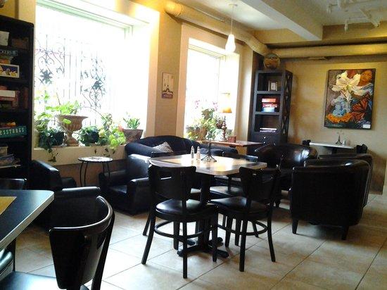 Chez Elle: Dining room