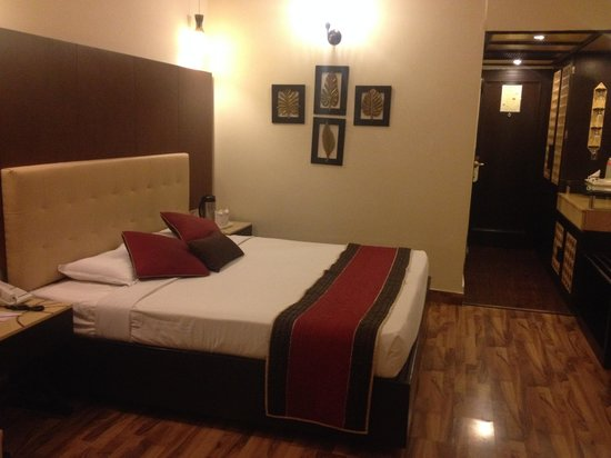 Hotel Maharaja Regency: Bed Room