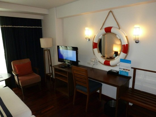 A-One The Royal Cruise Hotel : Интерьер Superior Room