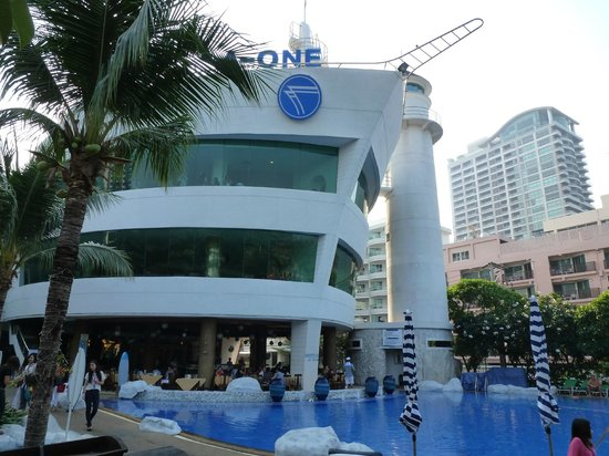 A-One The Royal Cruise Hotel: Royal Wing: ресторан, конгресс-центр, SPA