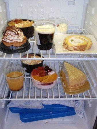 Hotel Coco Grand Ueno Shinobazu: Dessert fridge