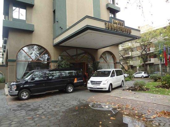 Hotel Torremayor Lyon: Frente ao hotel