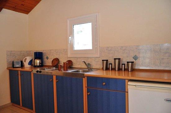 Sarakina Apartments: Nice kitchen