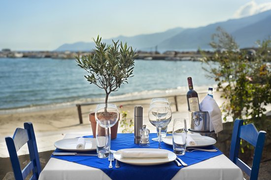 Kotronas Bay Bungalows : ΓΕΥΣΕΙΣ ΕΝ ΠΛΩ TRADITIONAL RESTAURANT BY THE SEASIDE
