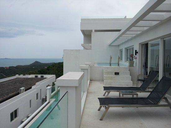 Infinity Residences & Resort Koh Samui : Balcony and Pool in 3 bedroom apt