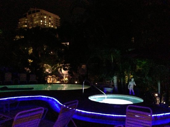 The Worthington Guest House: Worthington House pool at night