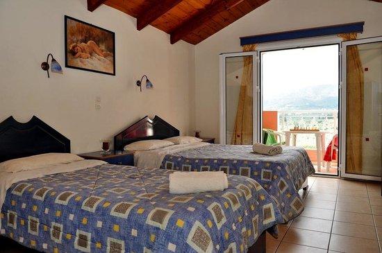 Sarakina Apartments: Good sized bedroom
