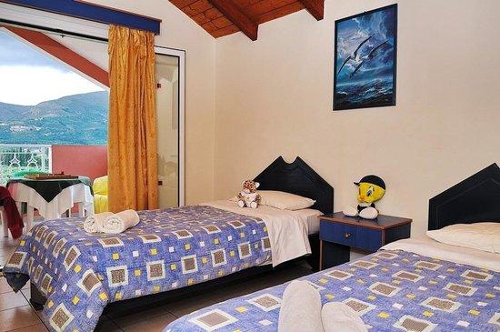 Sarakina Apartments: Kids Bedroom with TV