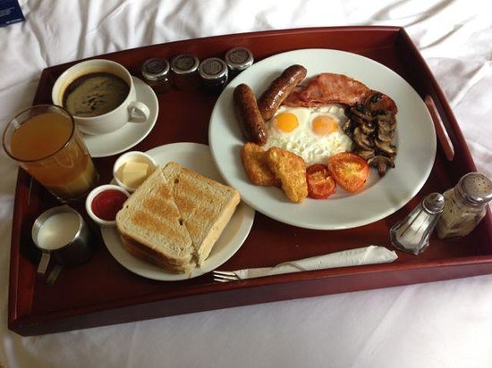 The Harrison Gastro Pub and Hotel: Breakfast in bed