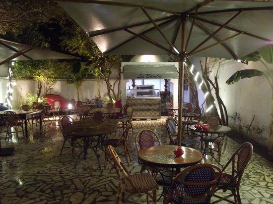 Restaurant La Bamba -: jardin terrasse super sympa!!!! à ne pas manquer.
