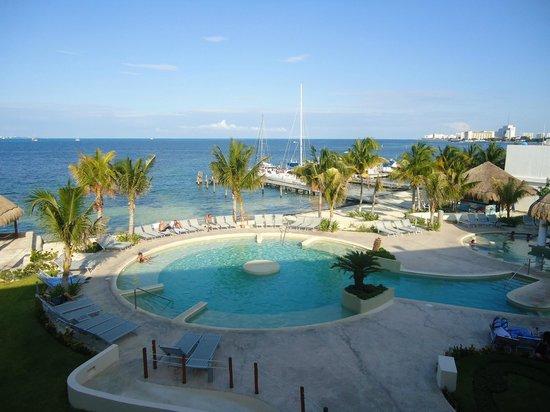 Cancun Bay Resort: Con vista al àrea recreativa desde la habitaciòn