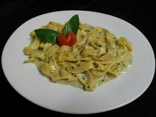 Capriccio Italiano: Fettucini al Pesto Crema!!