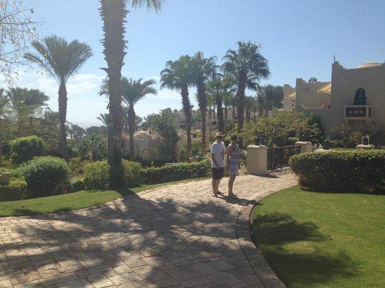 Four Seasons Resort Sharm El Sheikh: Walking down from our room