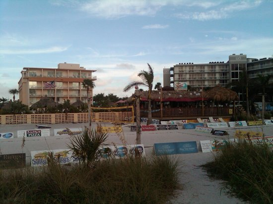 Howard Johnson Resort Hotel - ST. Pete Beach FL: From the beach entrance looking back at the hotel and beach bar