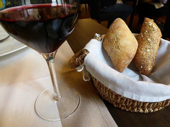 Au Coin Des Halles : le pain et le vin : hummmm