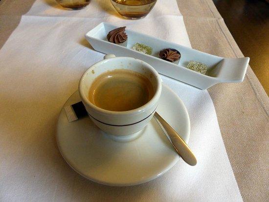 Au Coin Des Halles : le petit café et ses mignardises