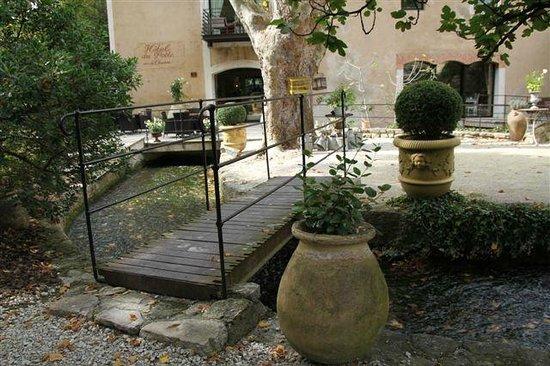 Hotel du Poete: Hotel garden