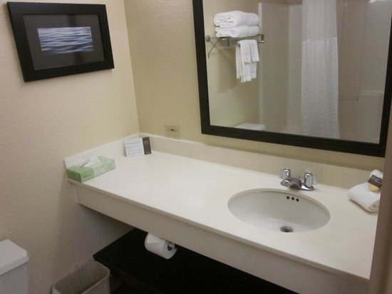 Extended Stay America - San Diego - Mission Valley - Stadium : Bathroom sink