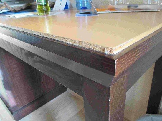 Grupotel Nilo & Spa: Schreibtischkante im Zimmer