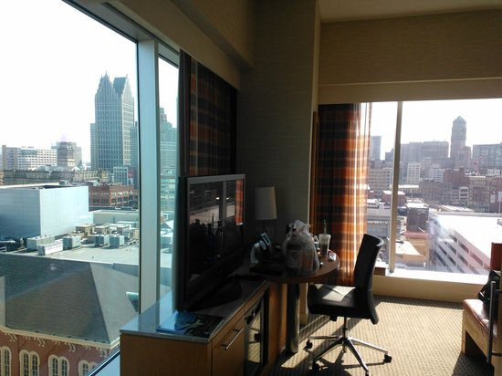 Greektown Casino Hotel: The corner room had floor to ceiling windows on two walls.