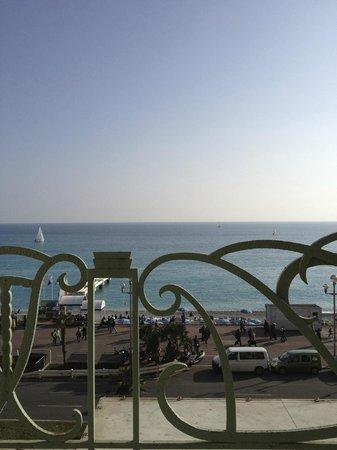 Hyatt Regency Nice Palais de la Mediterranee: View of the beach from the Pool Terrace