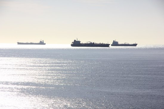 African Oceans Manor on the Beach: Tankers in the Bay