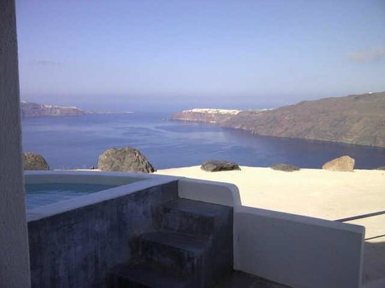 Rocabella Santorini Resort & Spa: Cave Room Jacuzzi and View