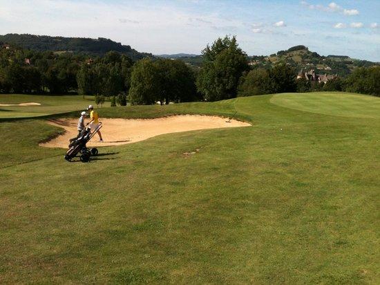 Les Trois Soleils de Montal: golf avec vue sur chateau de Montal