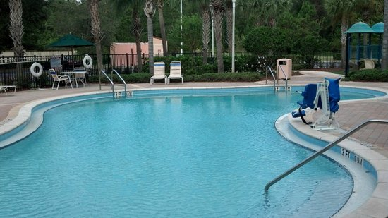 Holiday Inn Express Hotel and Suites Orlando-Lake Buena Vista South : Pool and kids play area