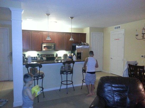 Vista Cay: kitchen
